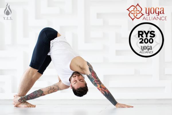 Formación 200h de Instructoras/es de Hatha Vinyasa Yoga